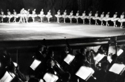 Swan-Lake-Bolshoi-Theatre-Moscow-henri-bresson-1954
