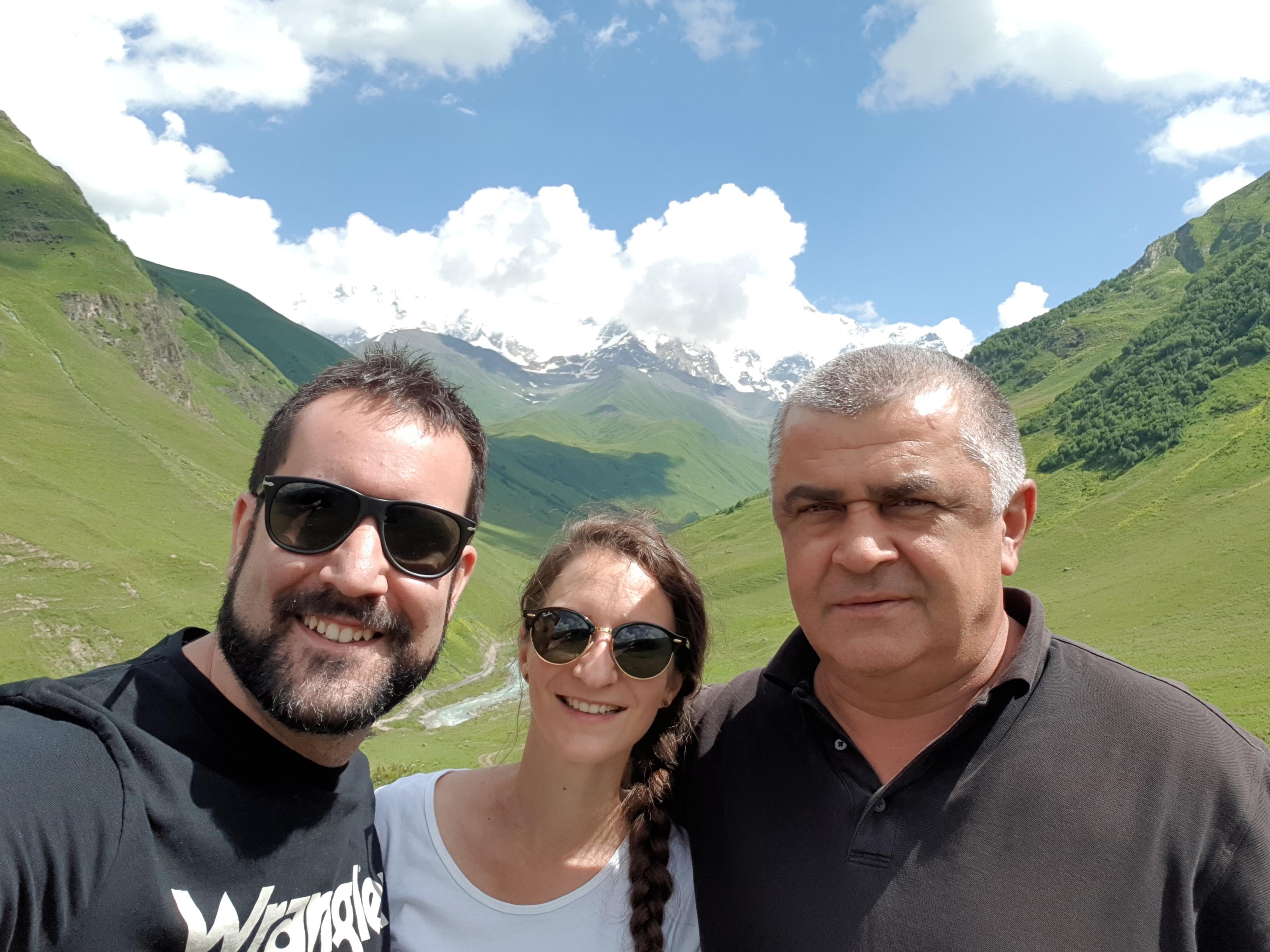 Desde Ushguli, con el pico Sjara